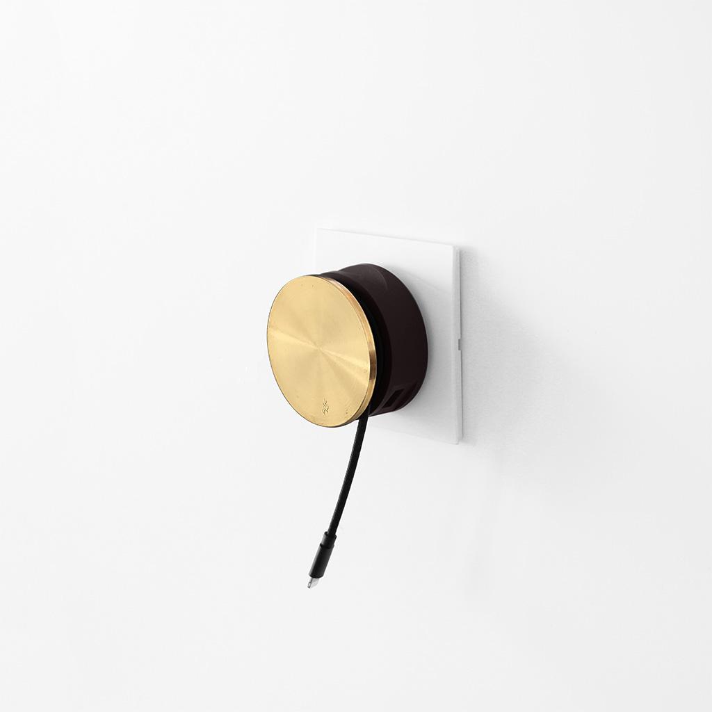 Usbepower AERO MINI Luxury Editon ? Dubbel USB laddare med stativ för iPhone och kabelspole